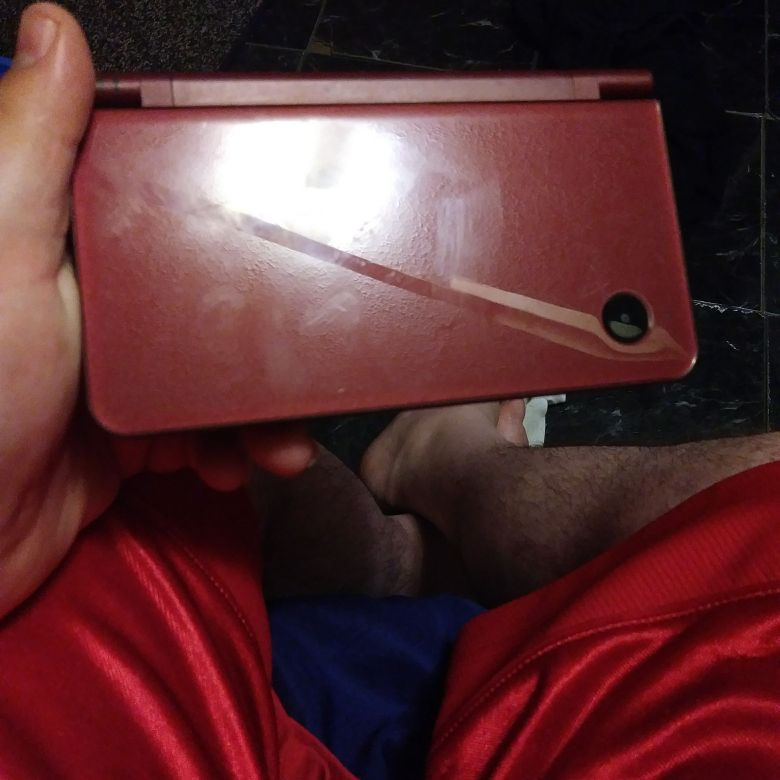 Gameboy ds i XL burgandy in color works great only had it for a few weeks need gone asap