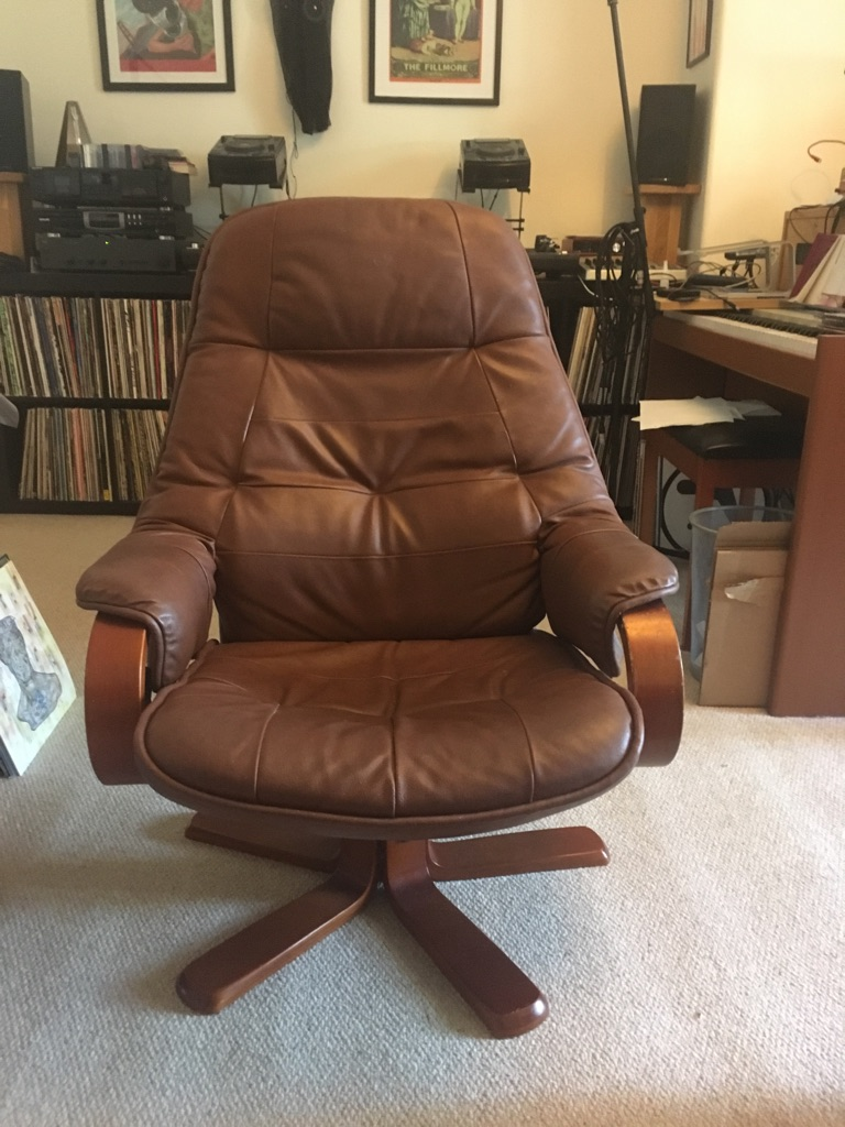 Classic swivel chair