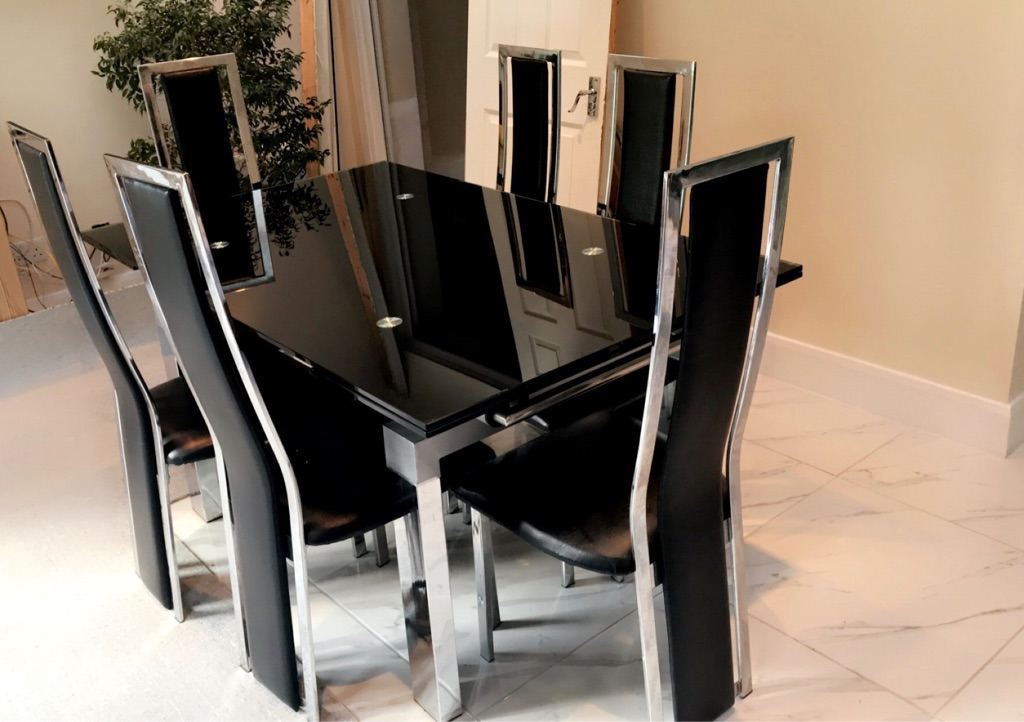 Expandable extendable black dining table and 6 chairs
