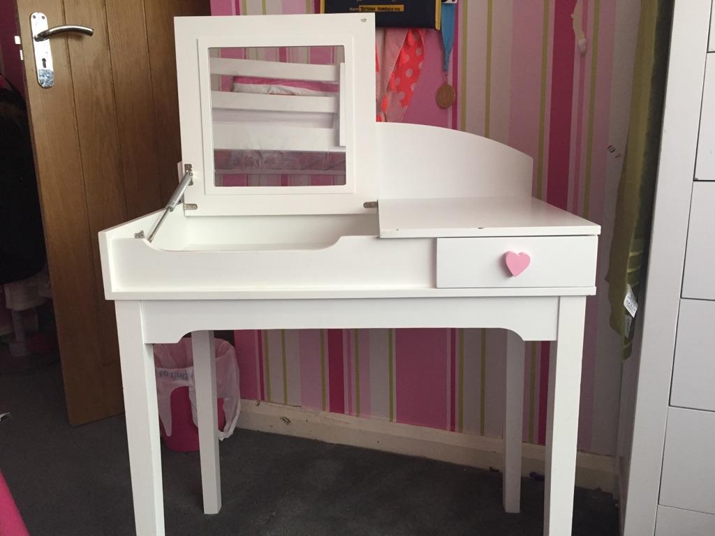 Dressing/desk table