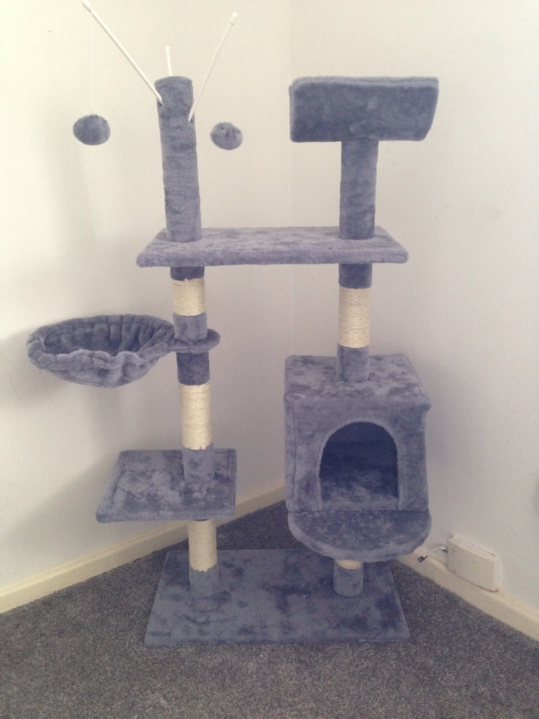 Cat scratch post/Cat bed/play area