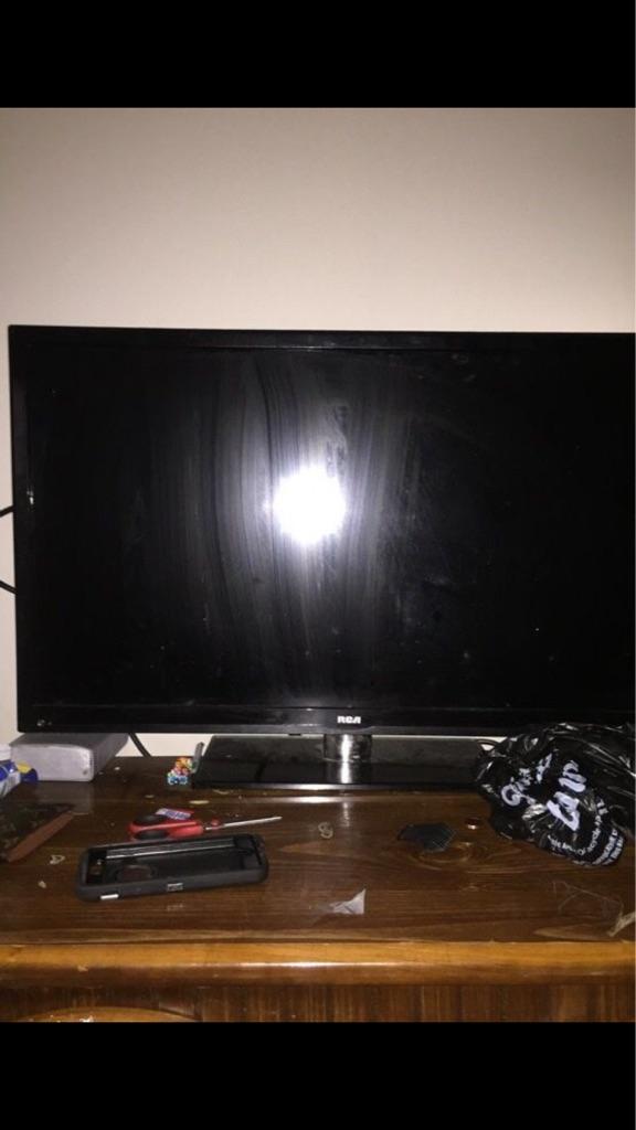 Tv and a fire stick both work good no bullshit