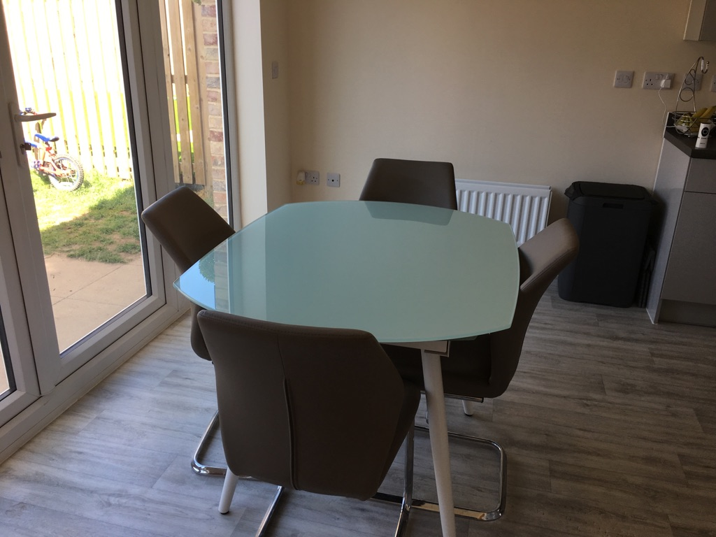 Glass extendable dining table with 4 chairs
