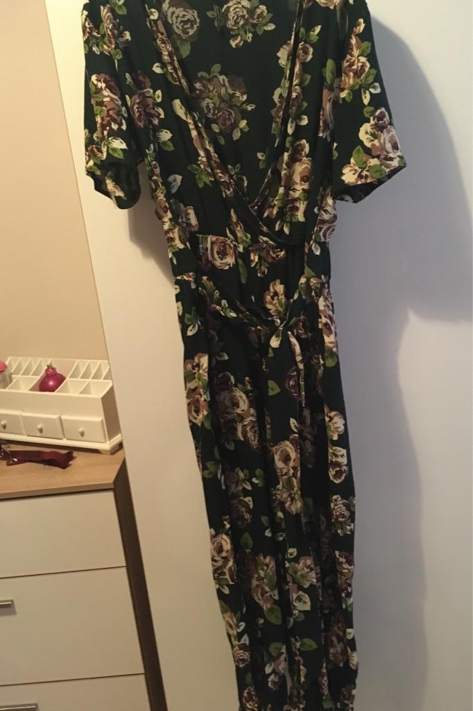 Boohoo Dark green flowery jumpsuit size 14