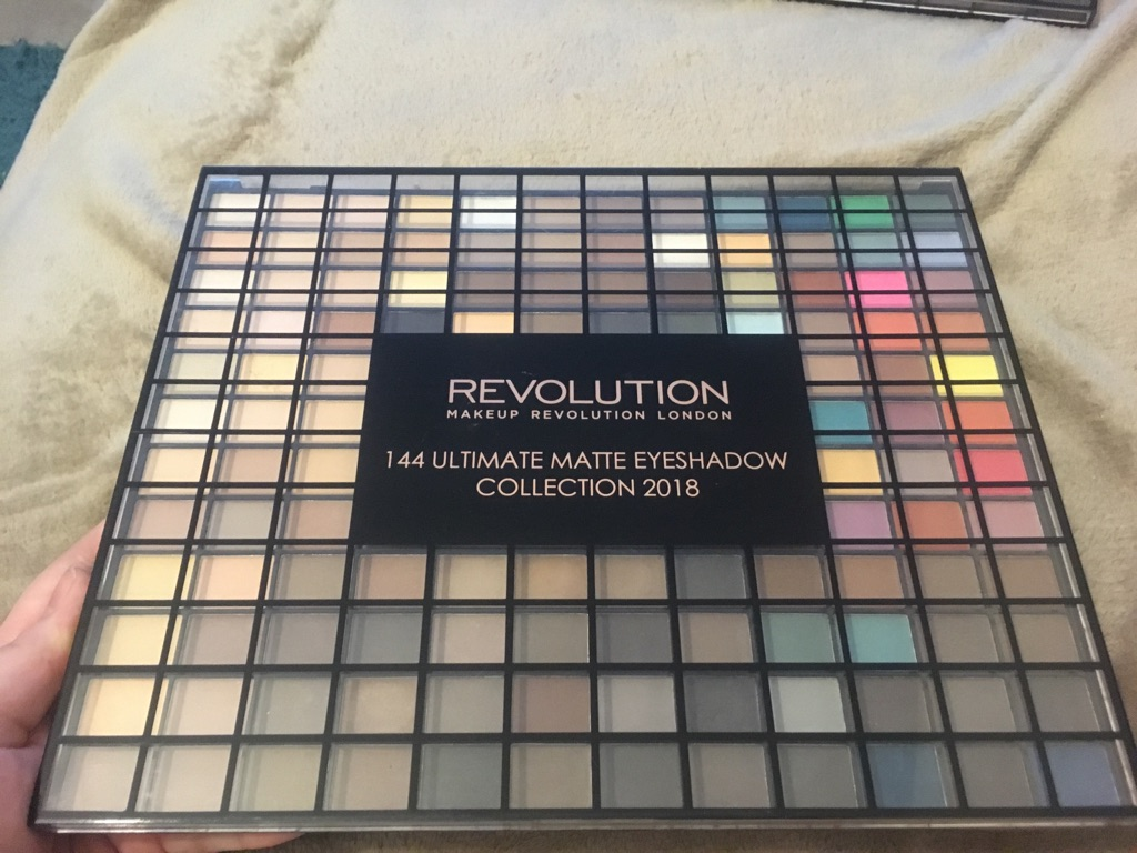 REVOLUTION 144 ULTIMATE EYESHADOW COLLECTION 2018 + ULTIMATE MATTE EYESHADOW COLLECTION 2018