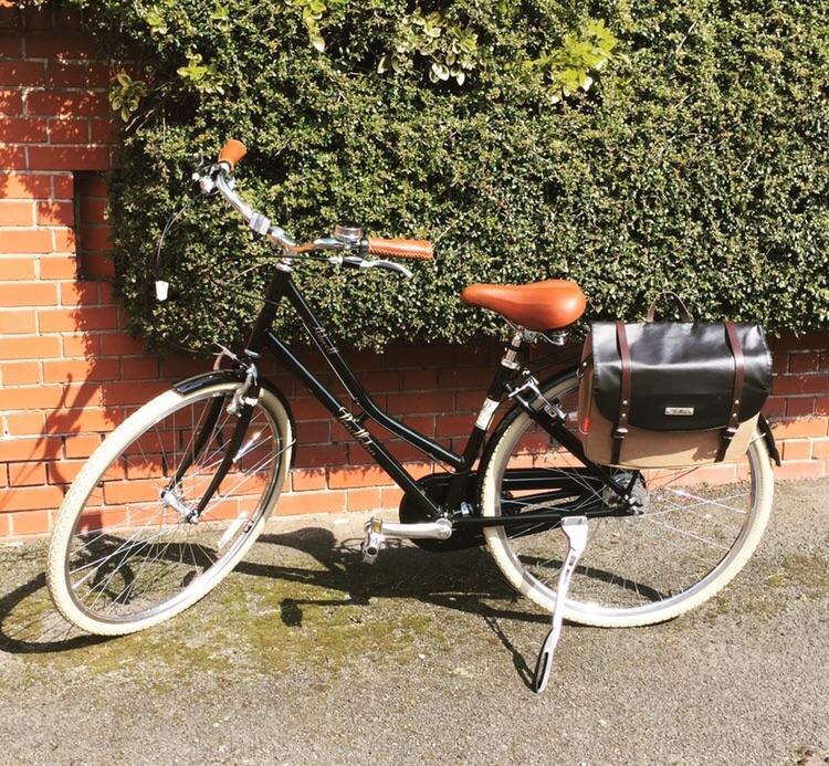 Ladies Pendleton bike with pannier bag