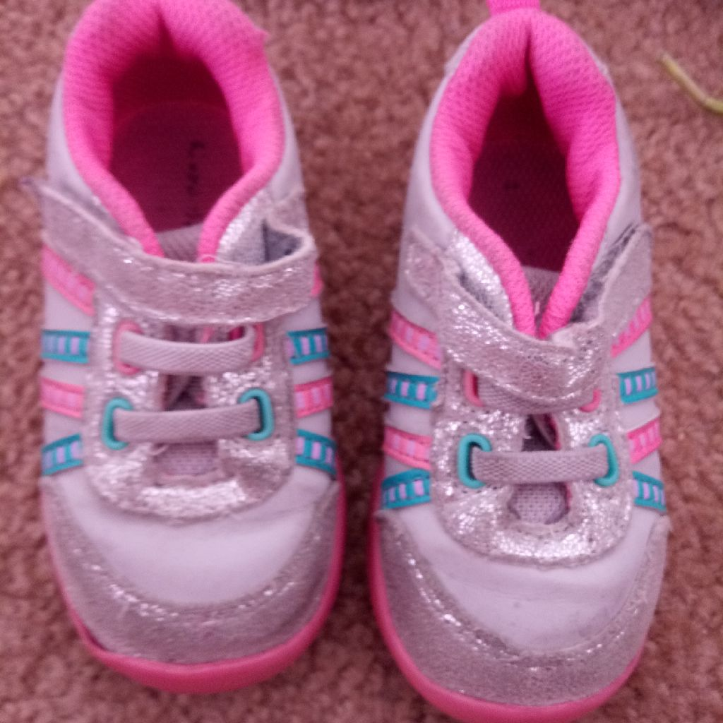 Girls size 5 pink shoes
