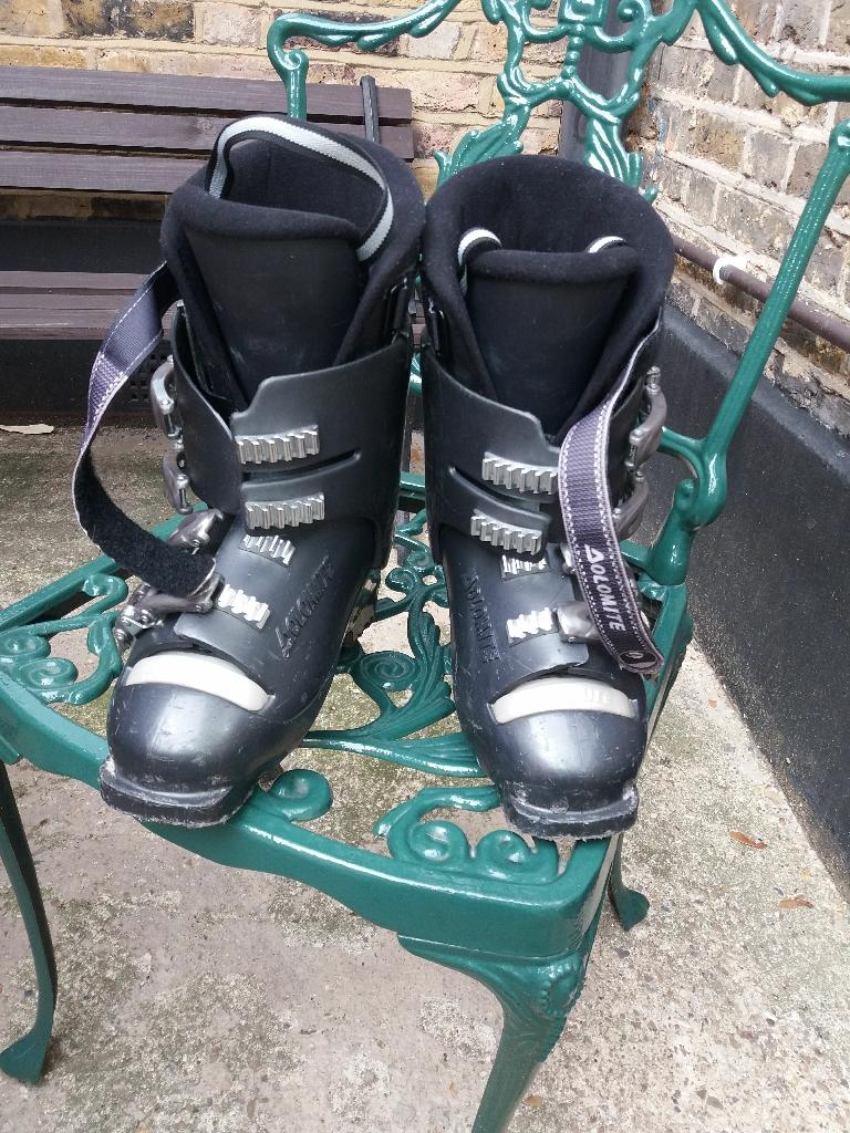 Ski boots size 5.5