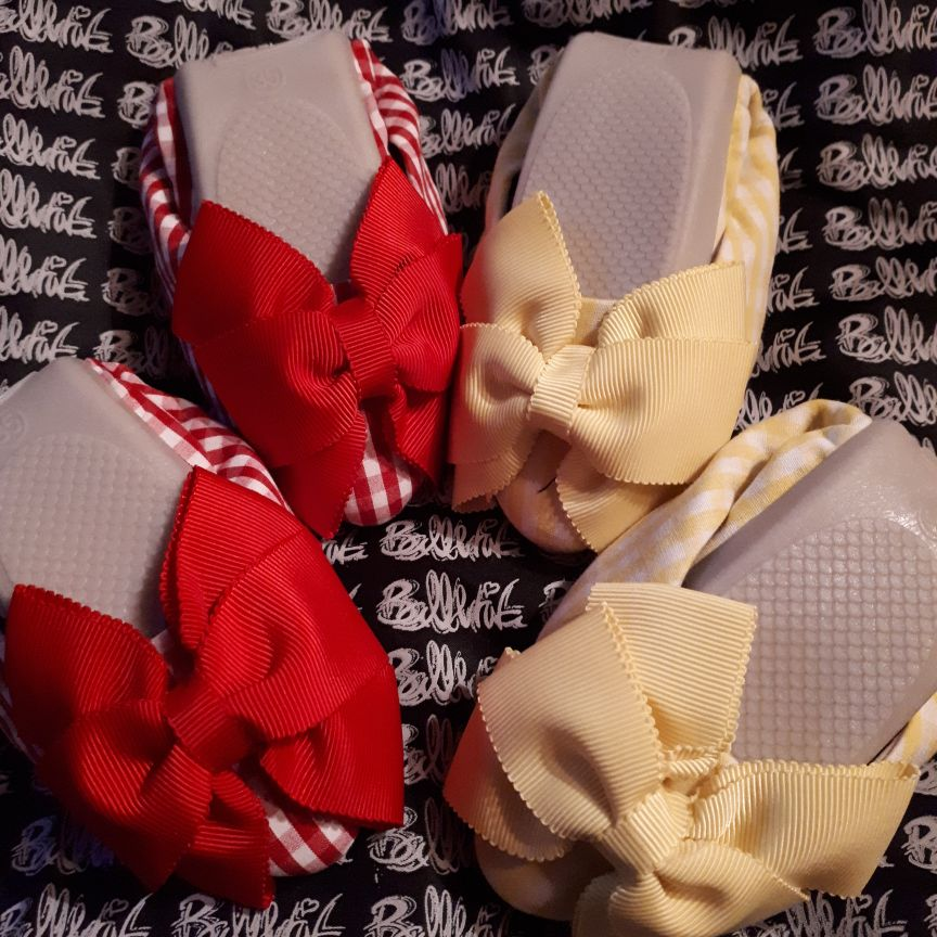 2 pairs of lovely size 35 (3) fold up shoes