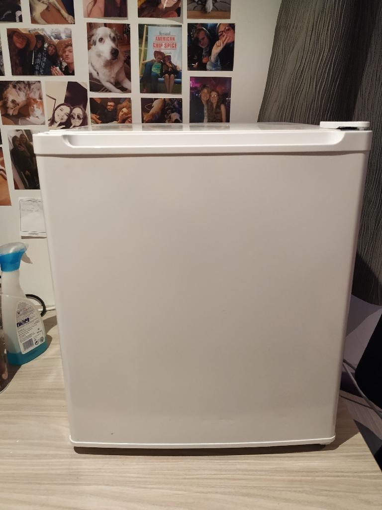 Tabletop 47L white fridge
