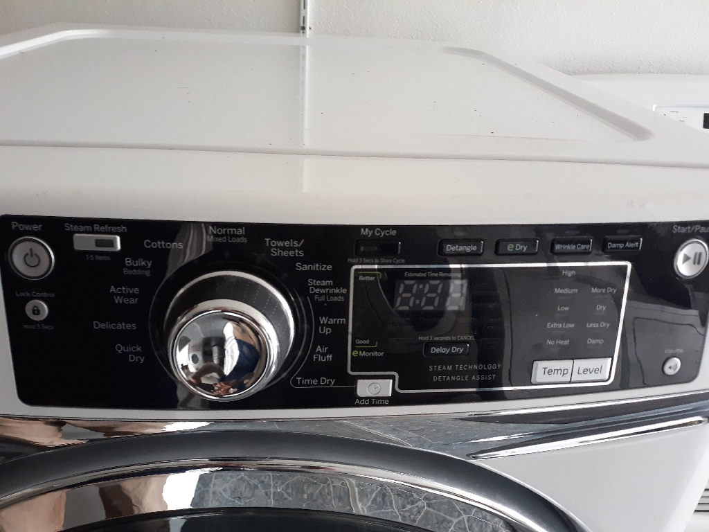 GE electric dryer  LOOK! LIKE NEW!