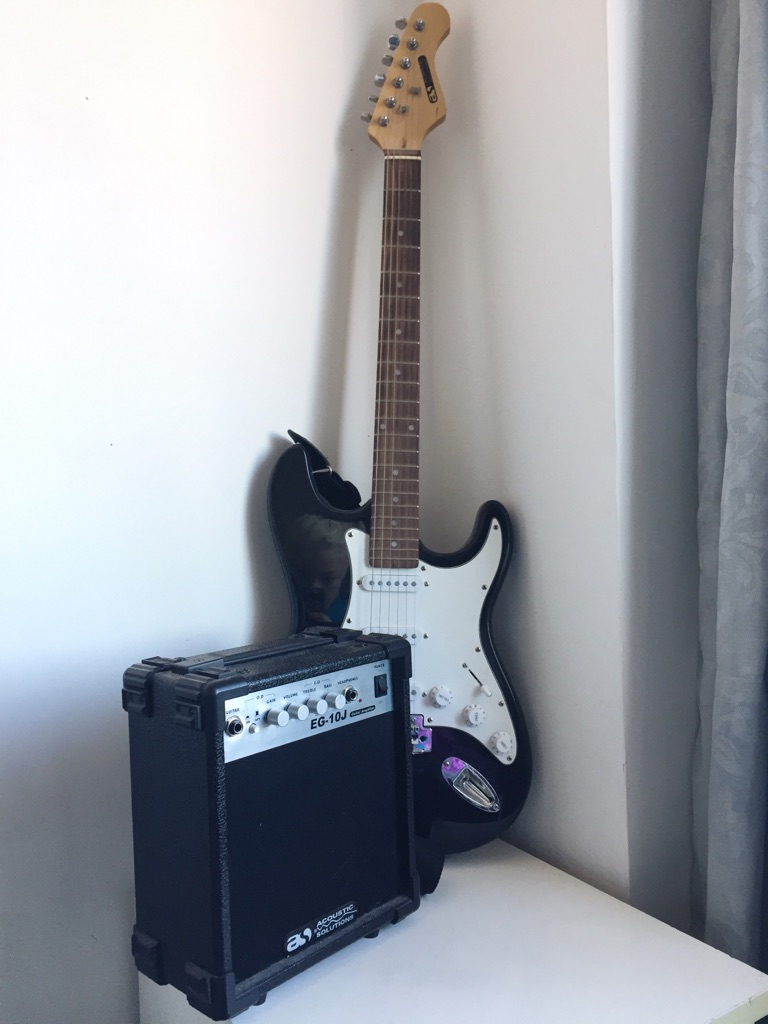 Electric Guitar & AMP (plus extras)