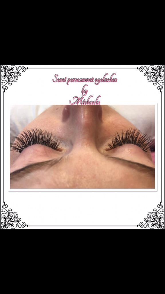 Semi permanent eyelashes by Michaela