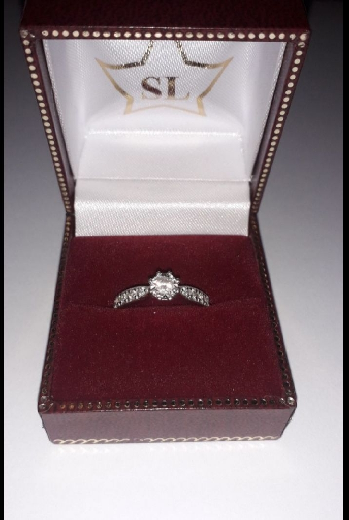 Engagement ring. NEED IT SOLD! URGENT!