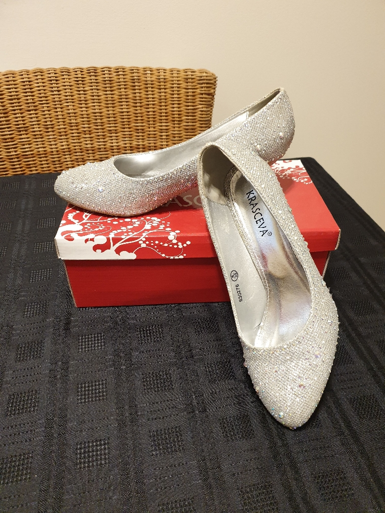 Silver sparkly court shoe