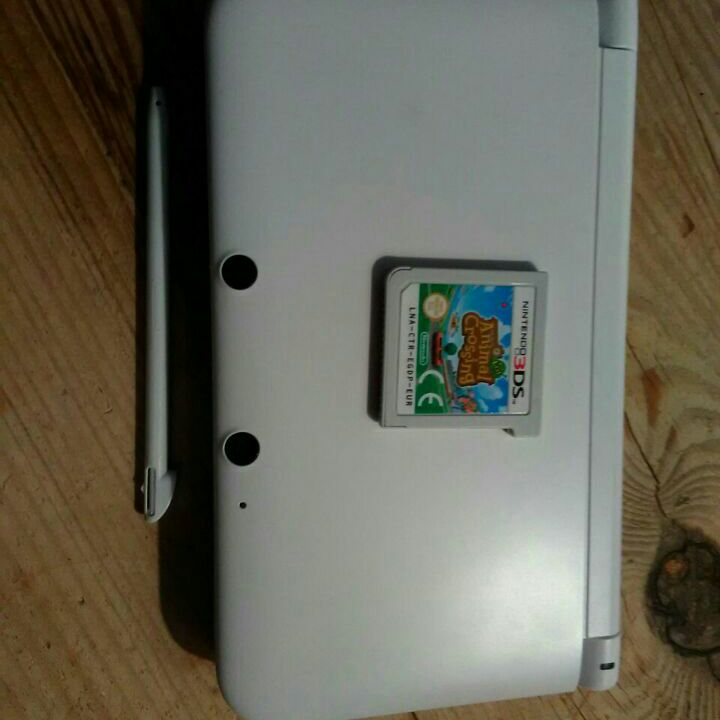 (NOT AVAILABLE FOR LONG!) Perfect 3DS XL with charger and game £35-30!