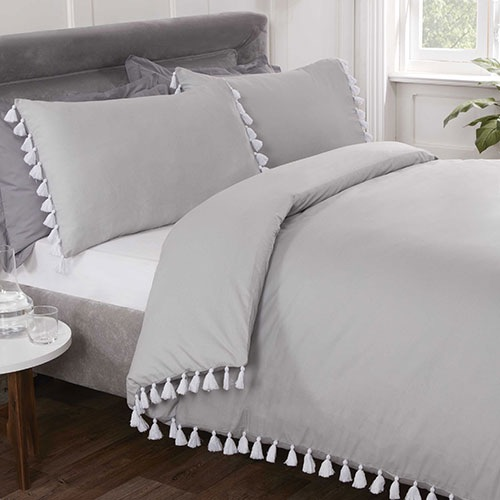 Tassle bedding