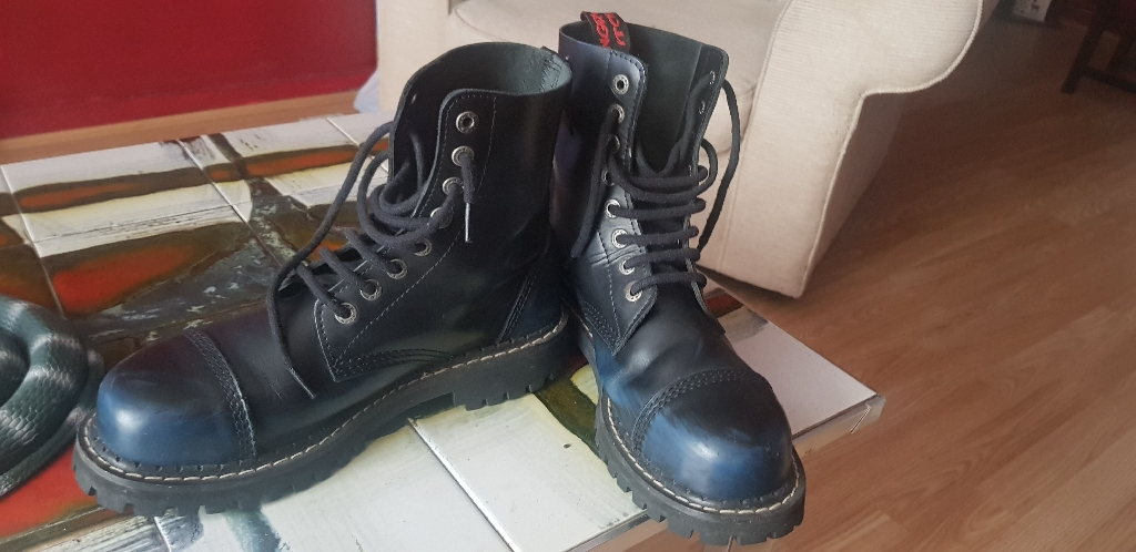 Angry itch boots.good.condition blue, size.9