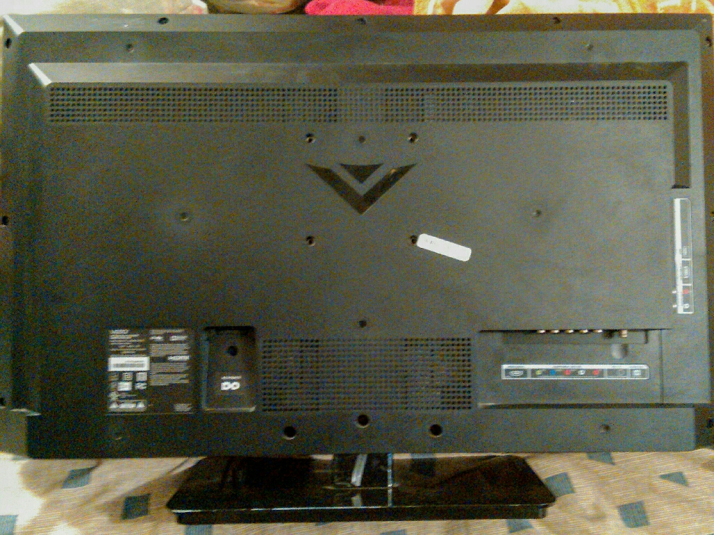 """32"""" Vizio 1080p LED HD TV (Needs Power cord and universal remote if needed)"""