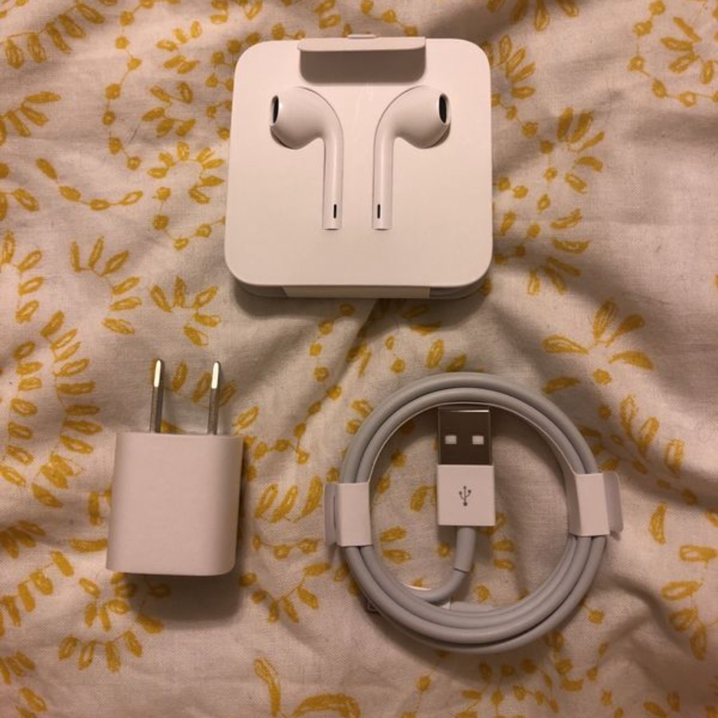 Brand New IPhone 8+ Headphones and Charger Cable