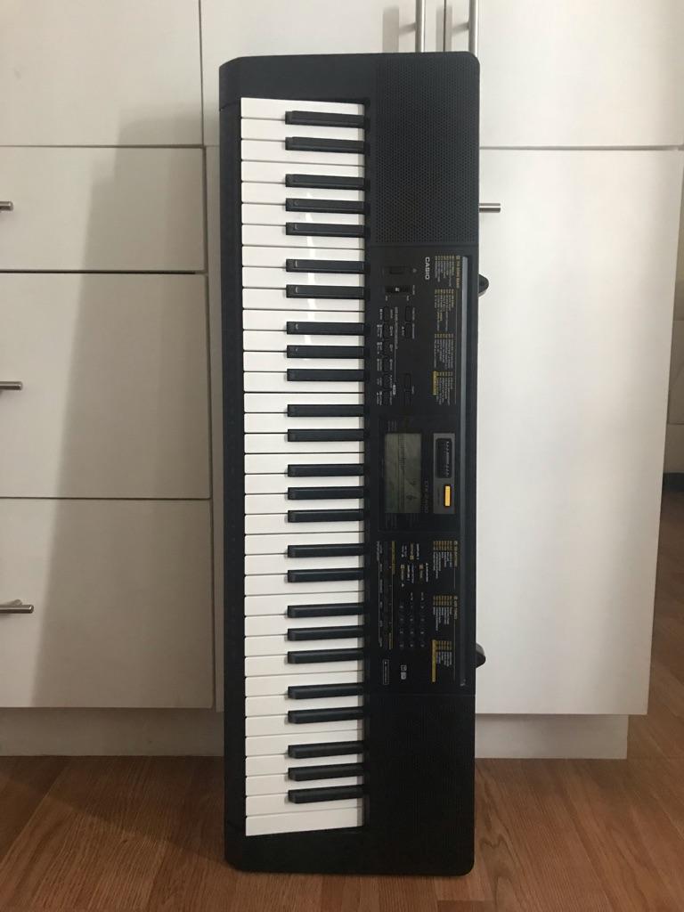 Electronic Keyboard / Piano Electrico