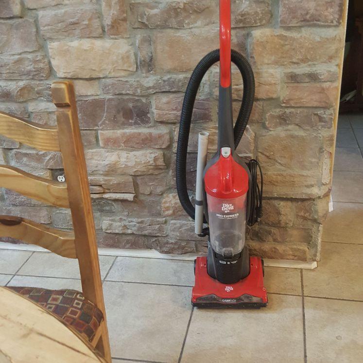 Dirt devil vacuum cleaner bagless