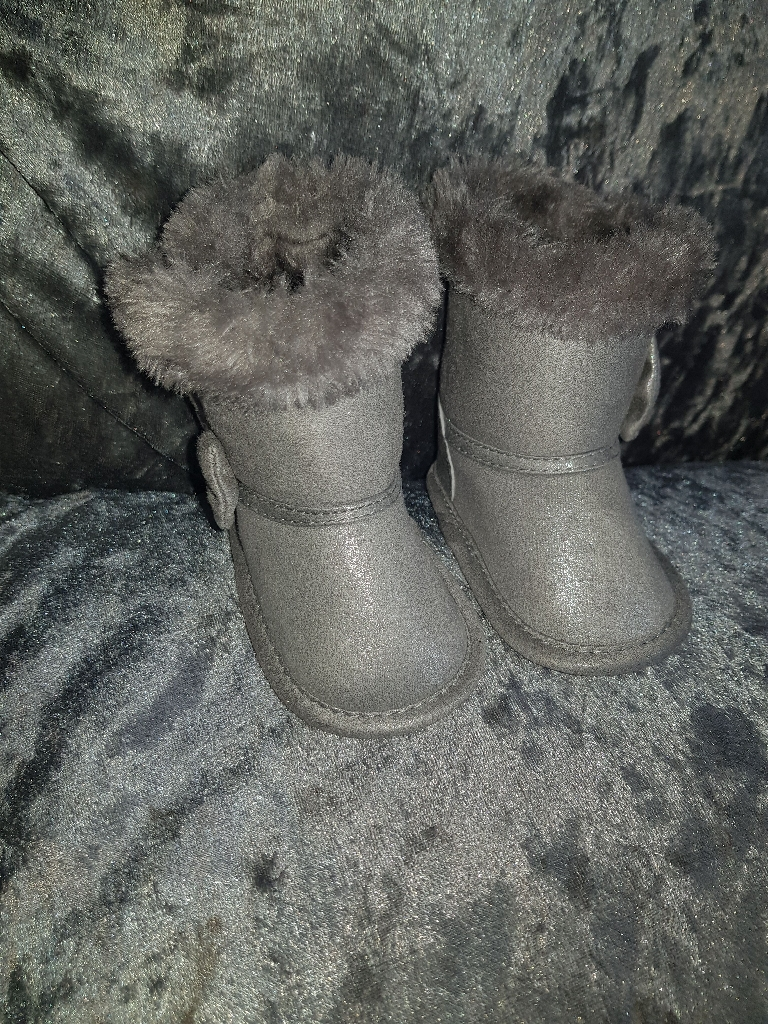 0-3 Month Silver Bow Boots