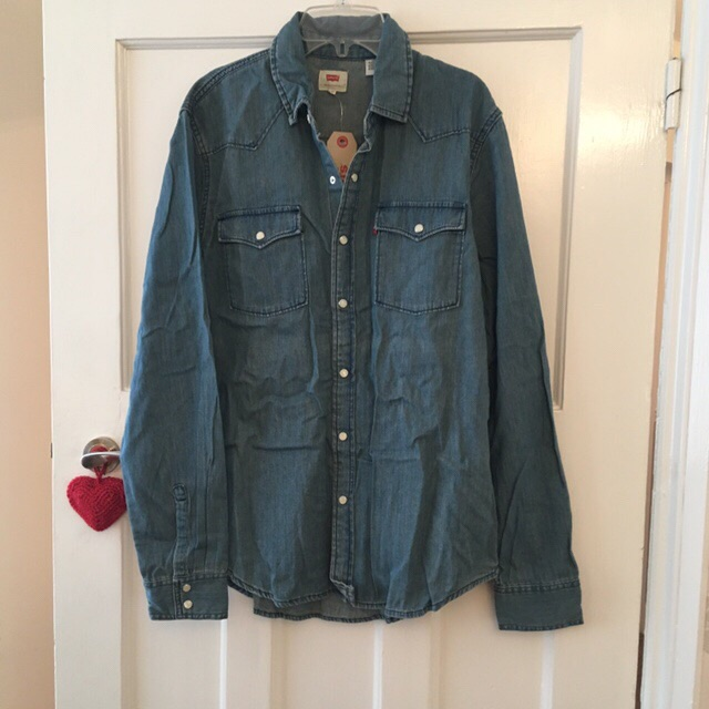 Mens XL Levi's denim shirt