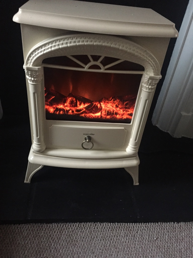 Fireplace electric heater with flame effect- in Newton Heath
