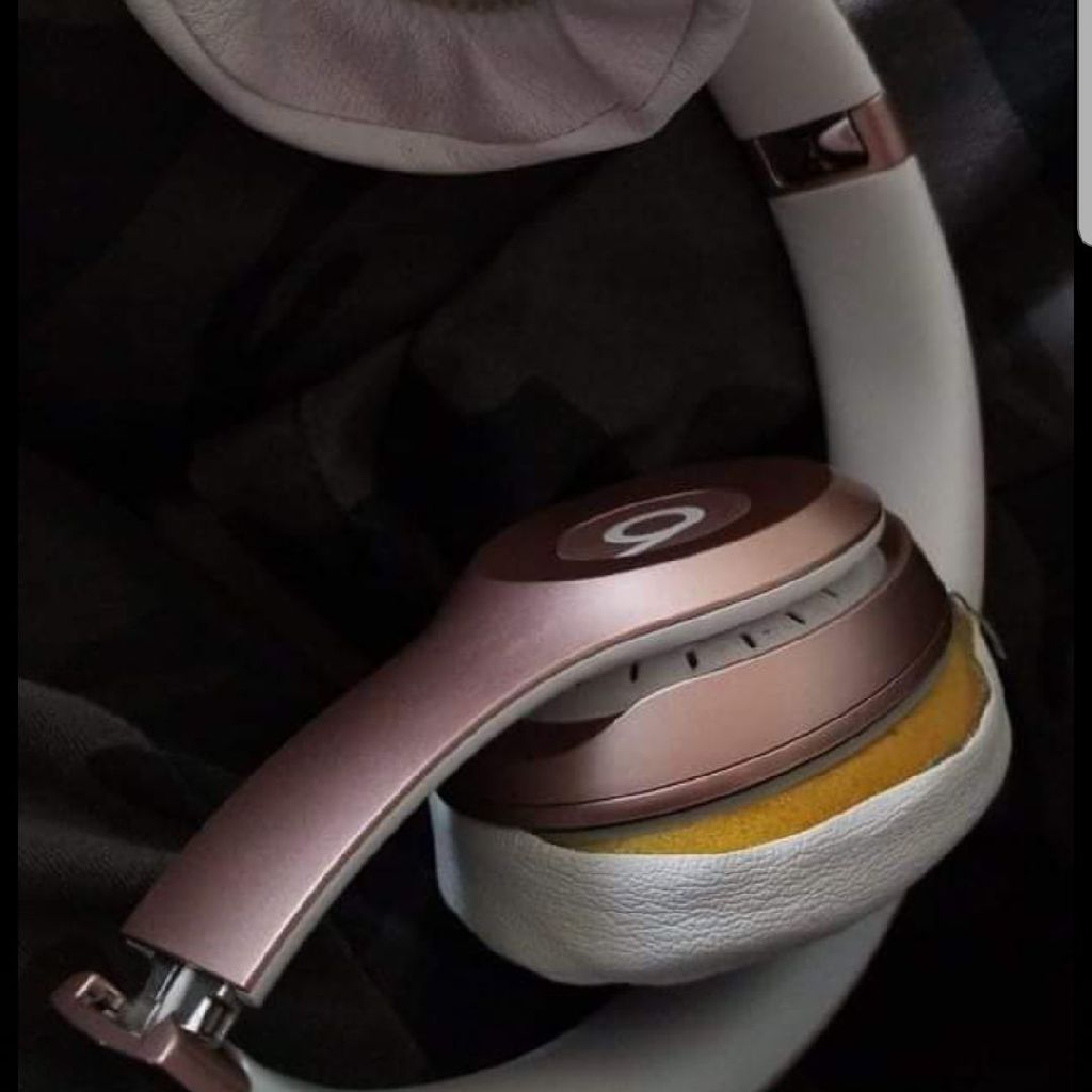 Beats solo3 rose gold