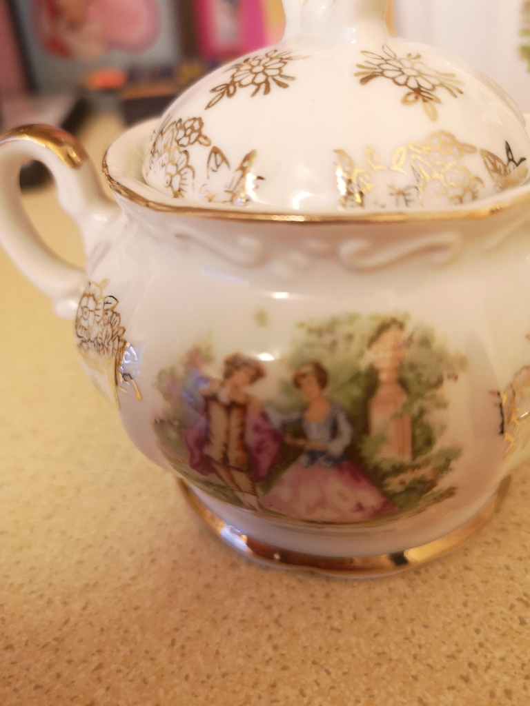Ornamental size tea set