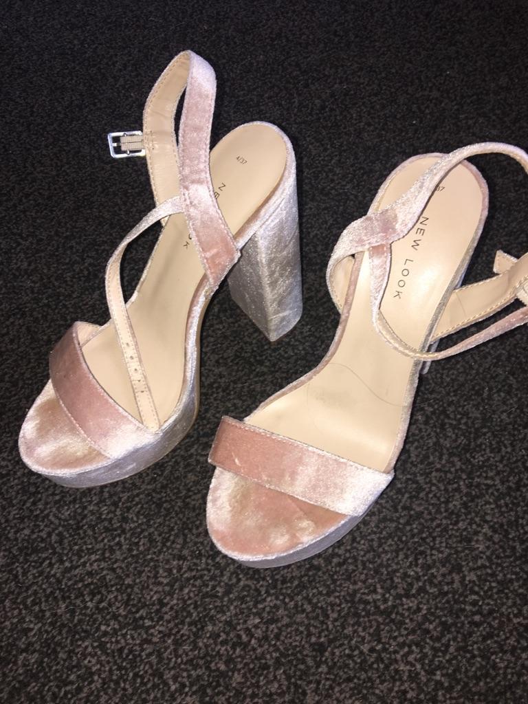 Crushed velvet block platform heel