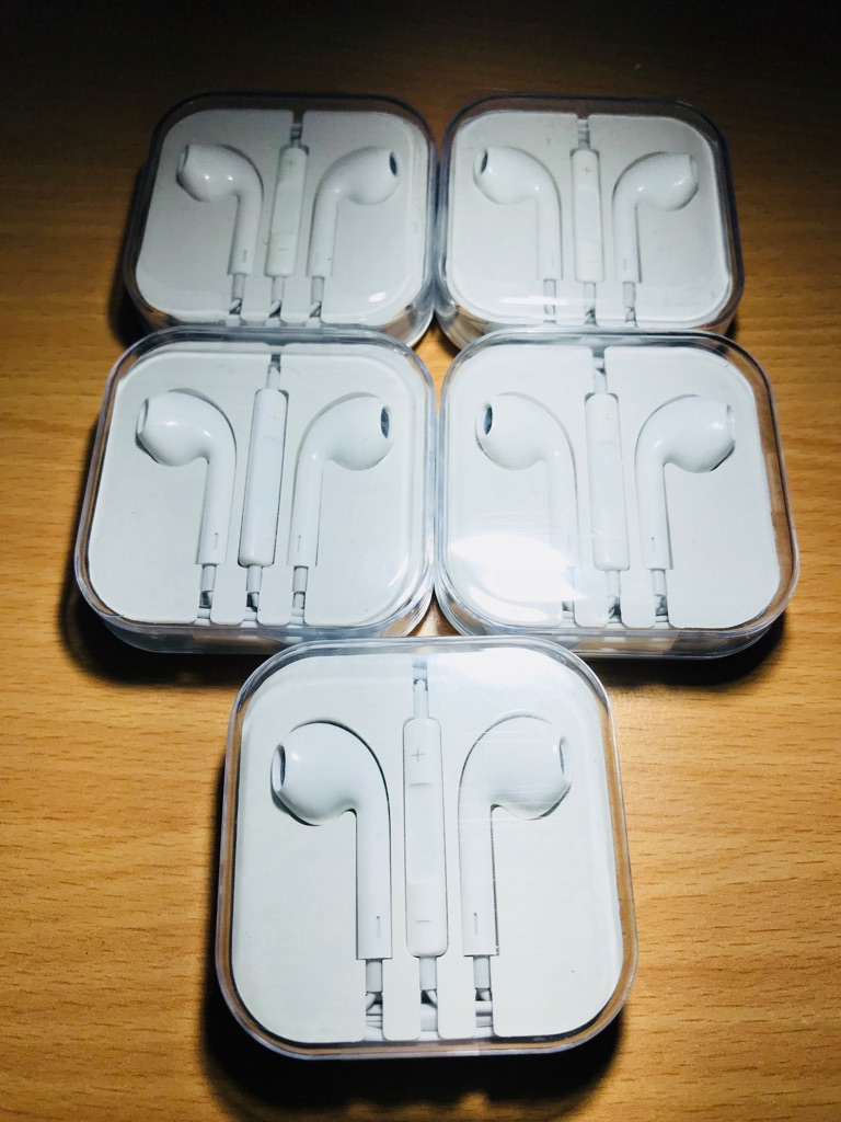 iPhone headphones 5for £10