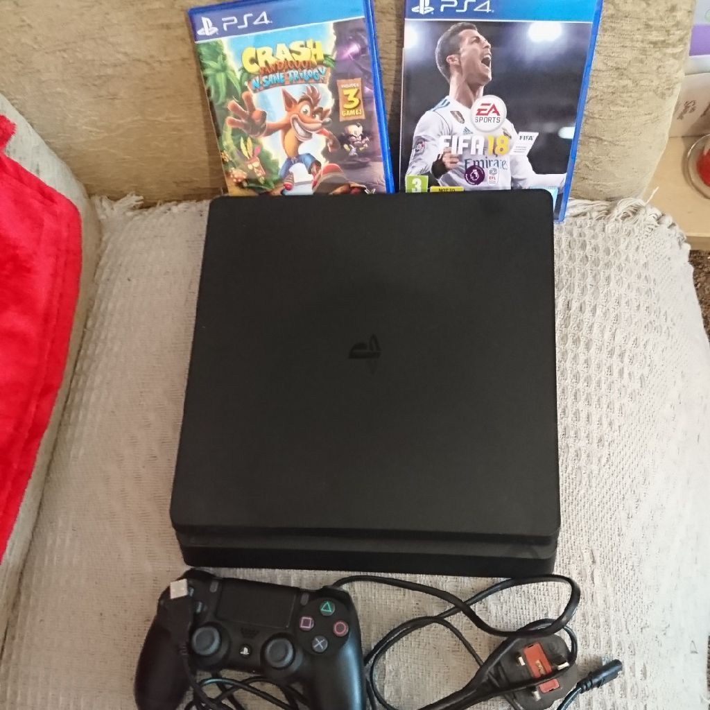 Virtually brand new ps4 and two games