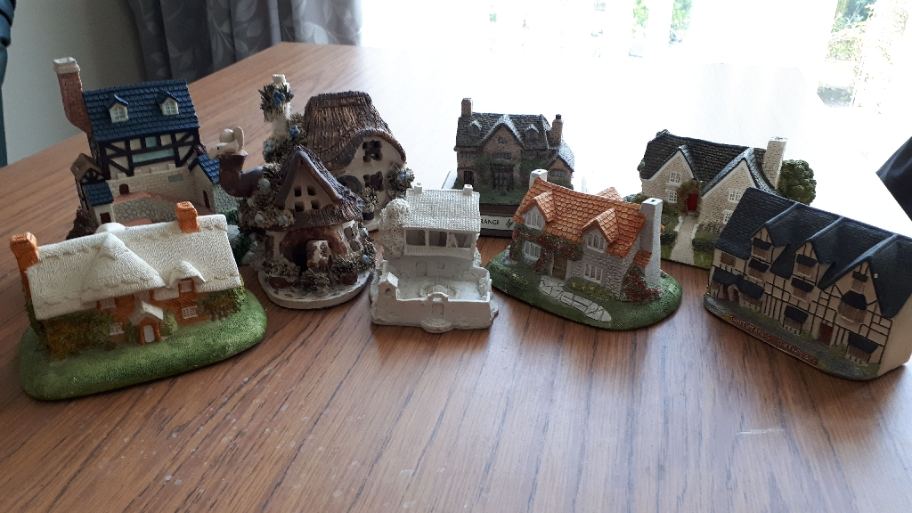 Ceramic cottage collection