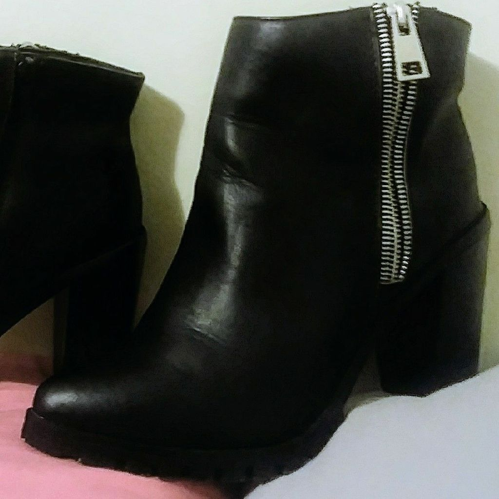 Women's Mossimo black boots