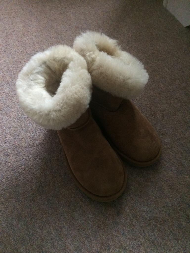 41319a0430b96 Ladies shearling sheepskin boots Uk 4. Brand new | Village