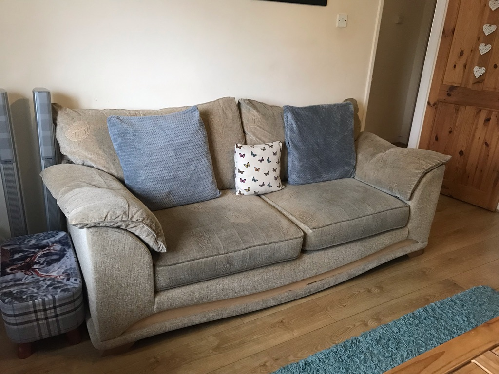 3 seater sofa and 2x chairs