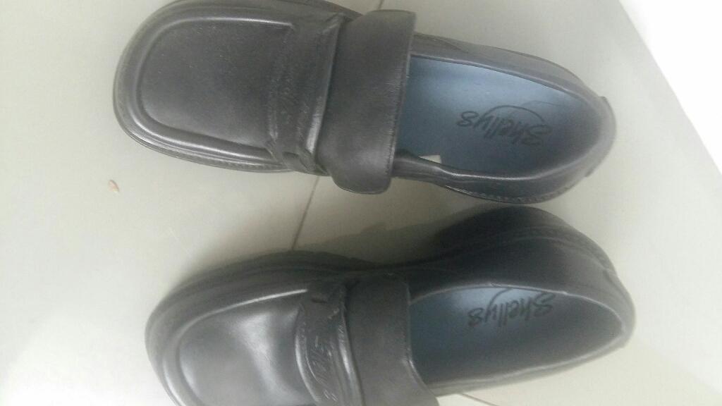 Shelleys girl shoe size 4