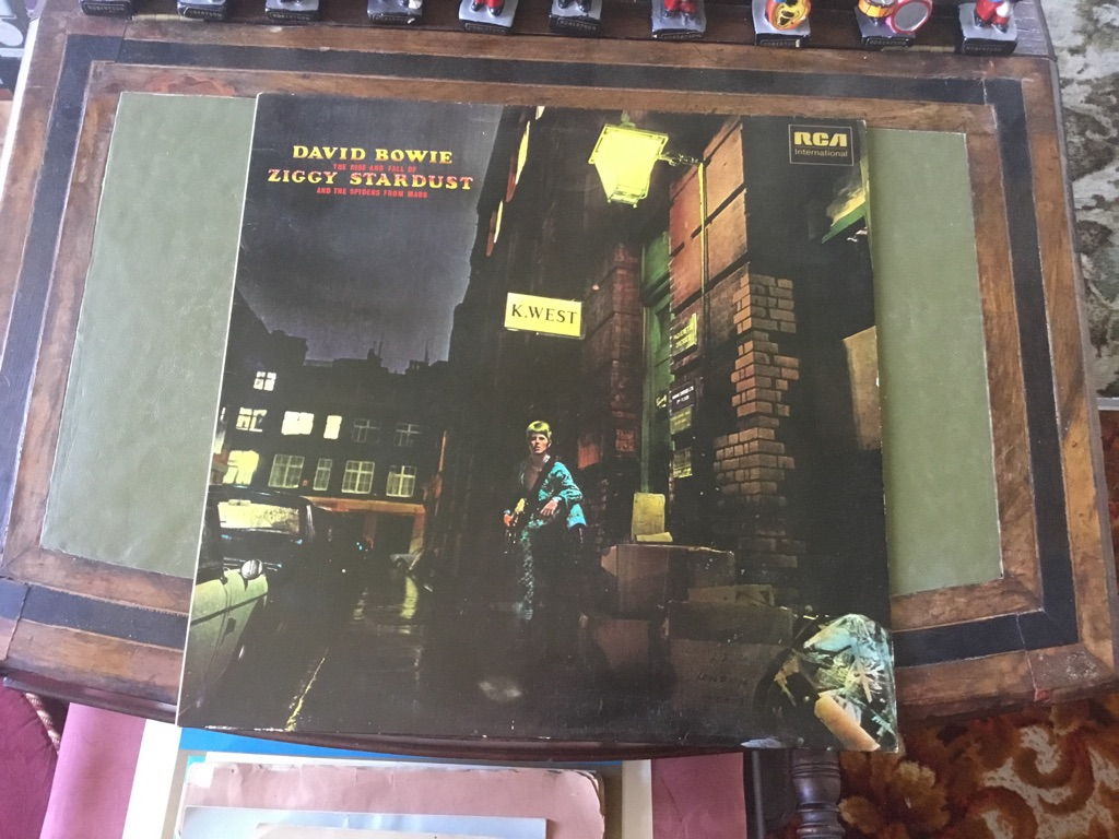 David Bowie ziggy stardust 1972 INTS 5063 LP iner sleeve outer sleeve VGC