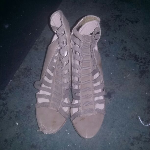 Tan size 10 wedges.