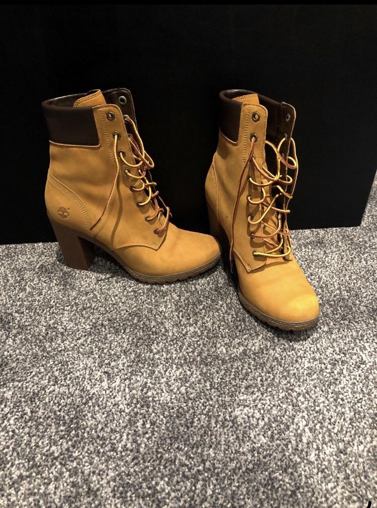 Women's Timberland Boots/ NEW