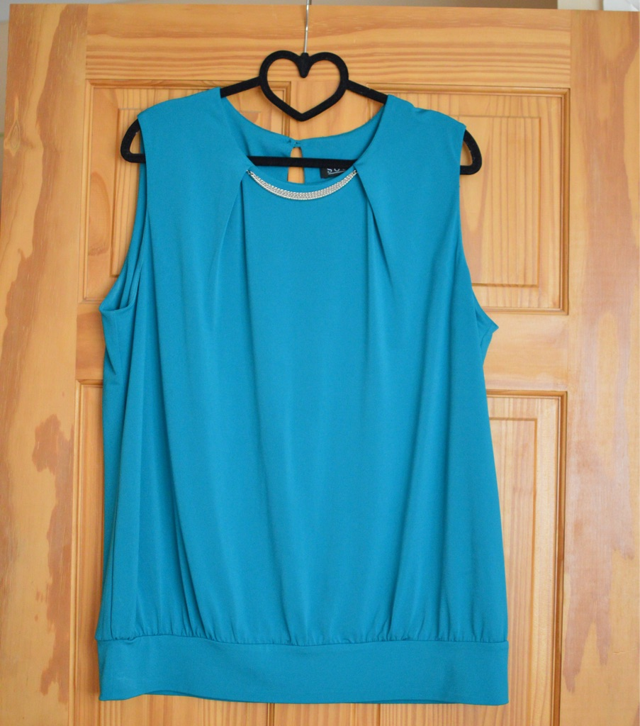 Size 16 Green top with gold necklace attached