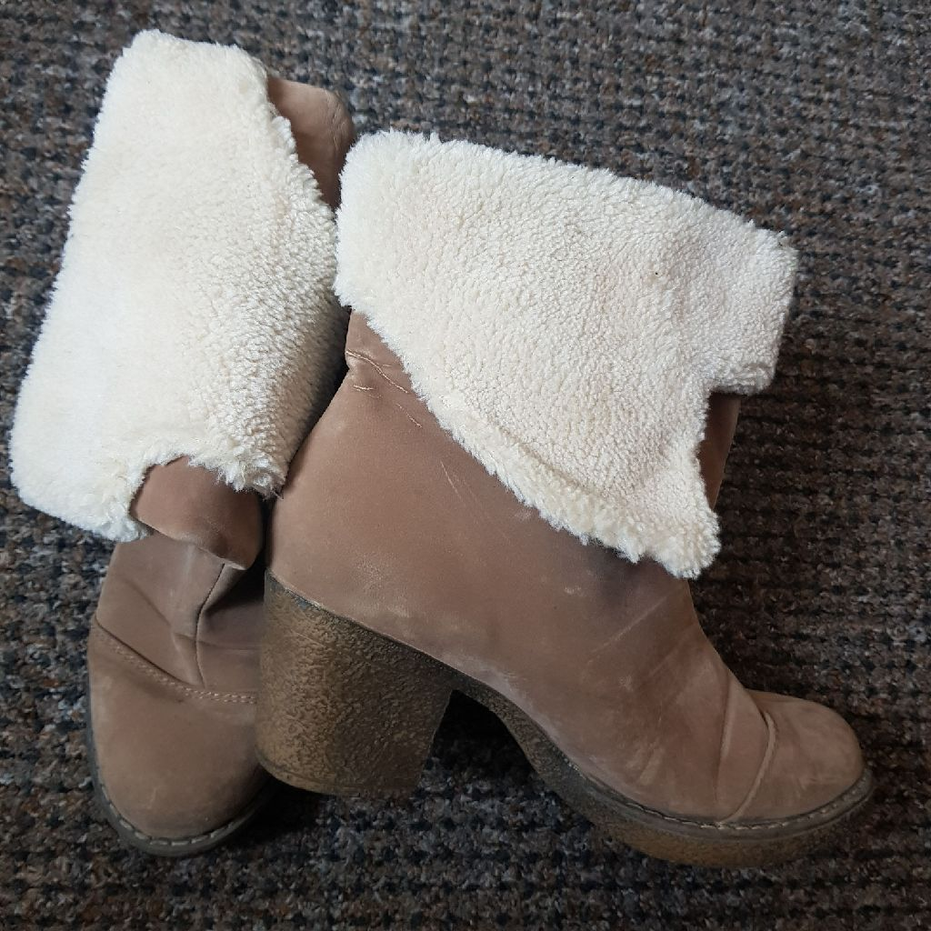 Ladies Winter Boots size 6