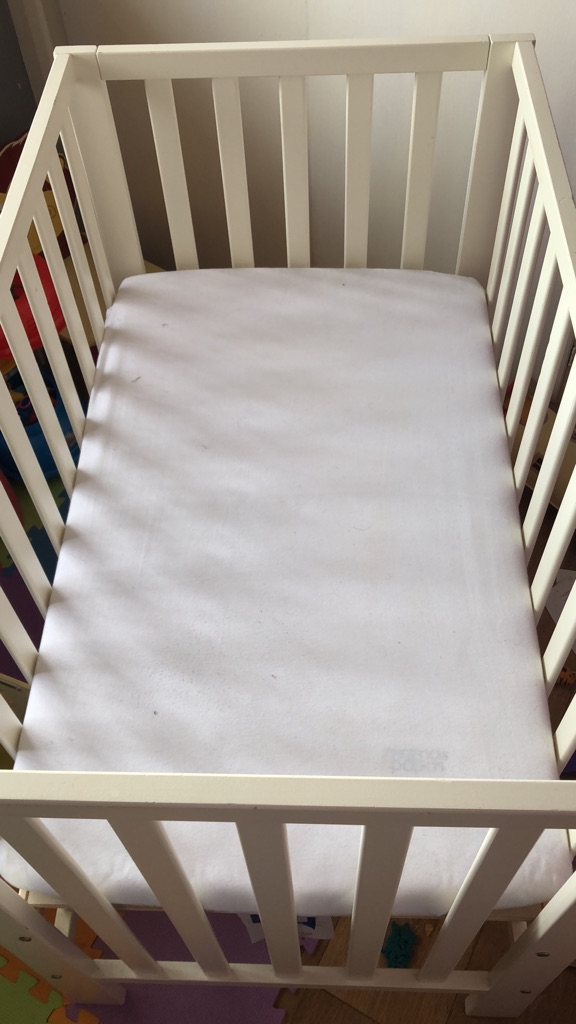 online store 1a679 050d1 Mamas and papas petite cot with mattress and fitted sheet.