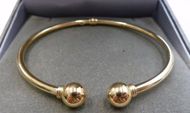 Ladies 9ct Gold Hollow Torque Bangle -  15.8grams