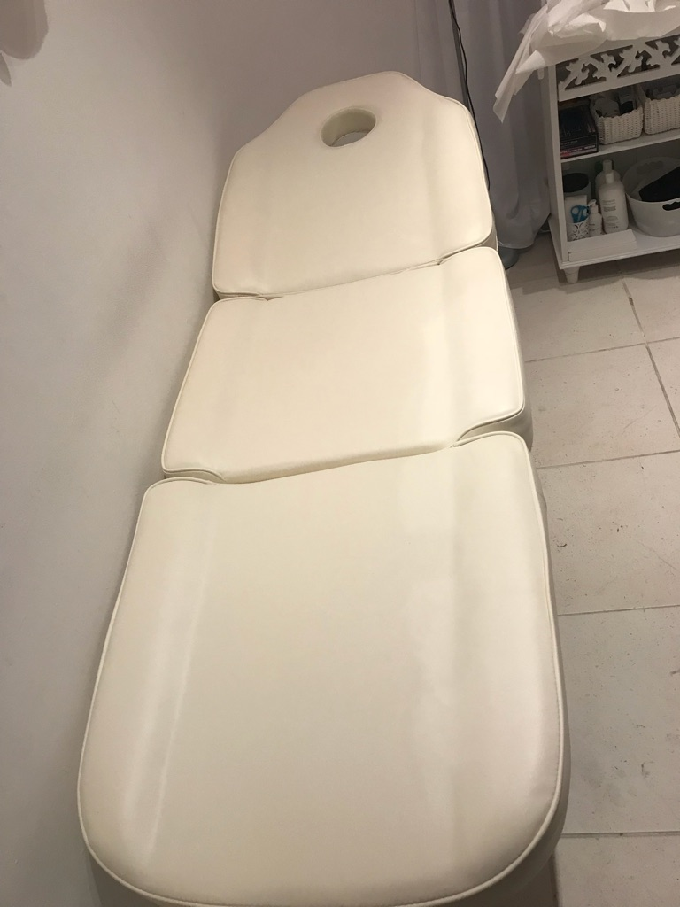 Mint Condition Beauty Bed