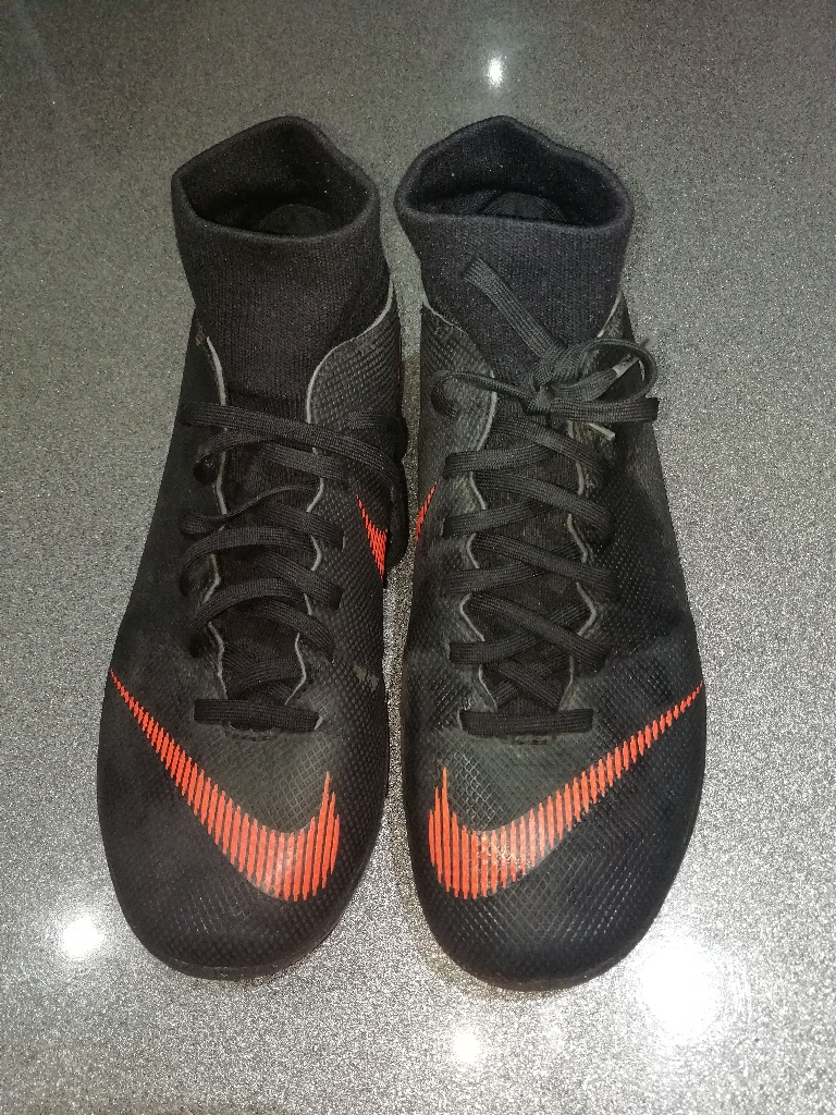 Nike size 6 astro football sock boits