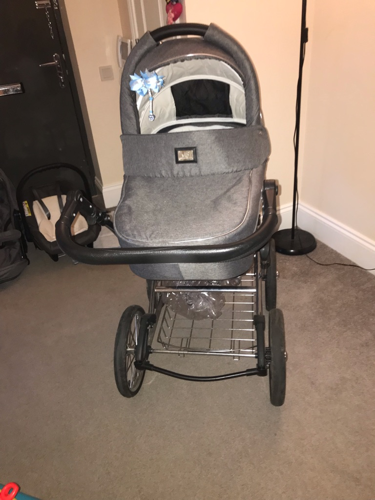 Very important baby travel system