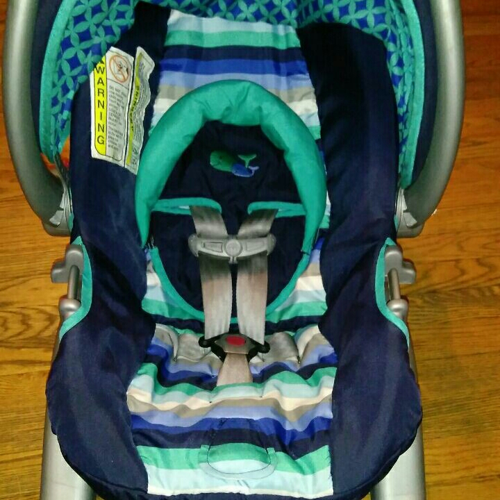 Selling carseat Cleaned and like new